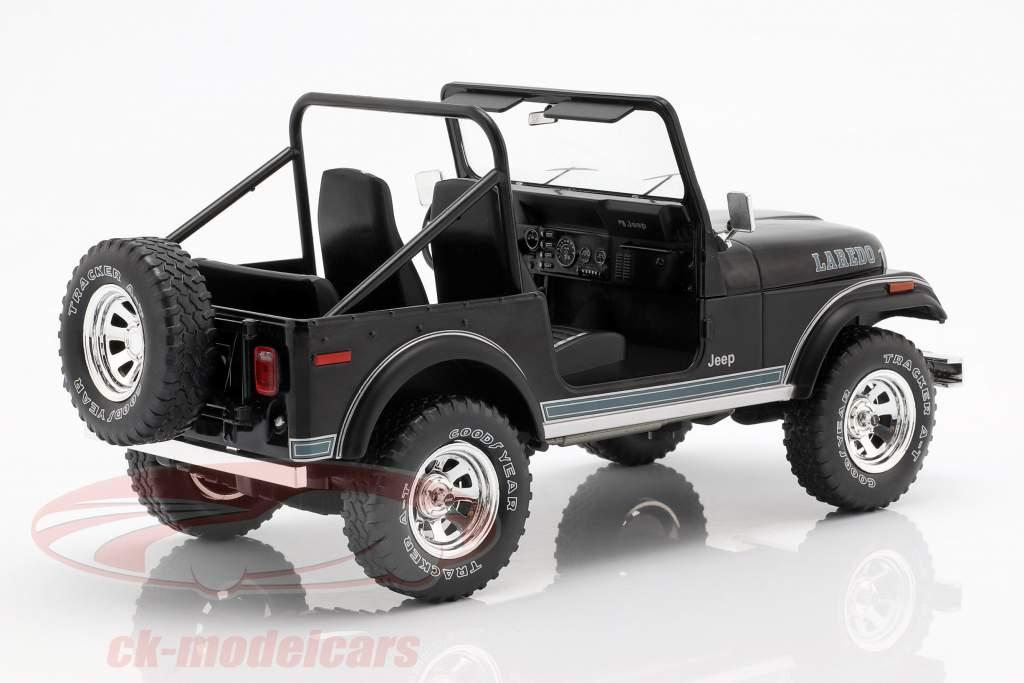 Jeep CJ-7 Laredo Opførselsår 1976 sort 1:18 Model Car Group
