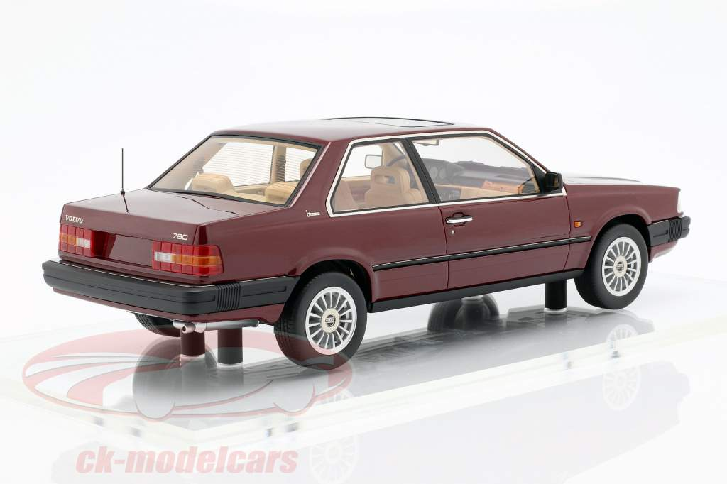 Volvo 780 ano de construção 1986 vermelho metálico 1:18 DNA Collectibles