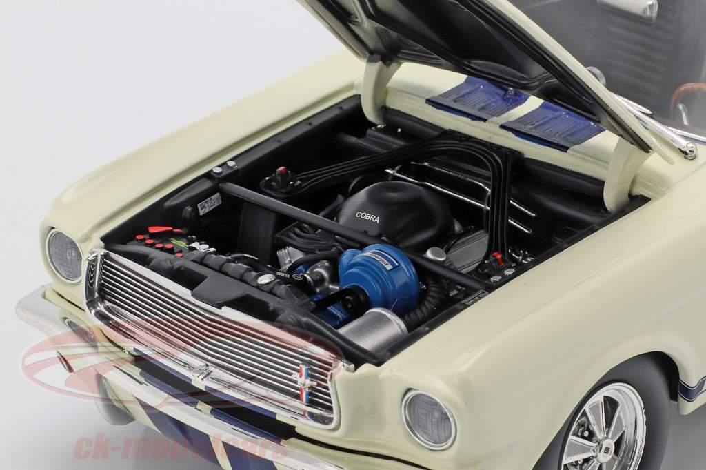 Shelby GT350 Supercharged Opførselsår 1966 hvid med blå striber 1:18 GMP
