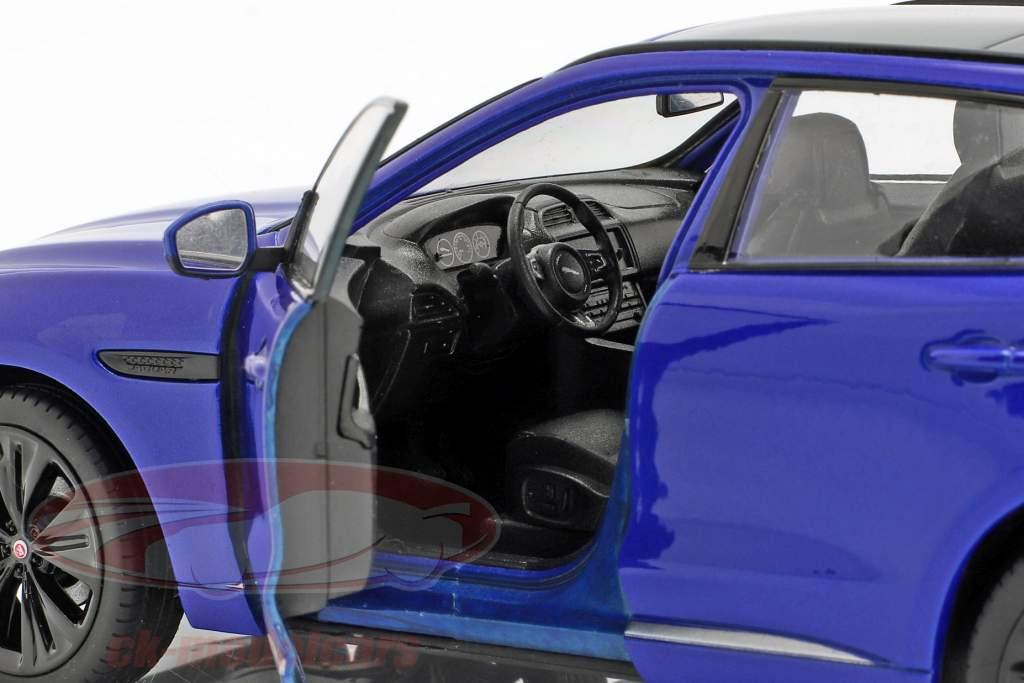 Jaguar F-Pace Bouwjaar 2016 blauw 1:24 Welly