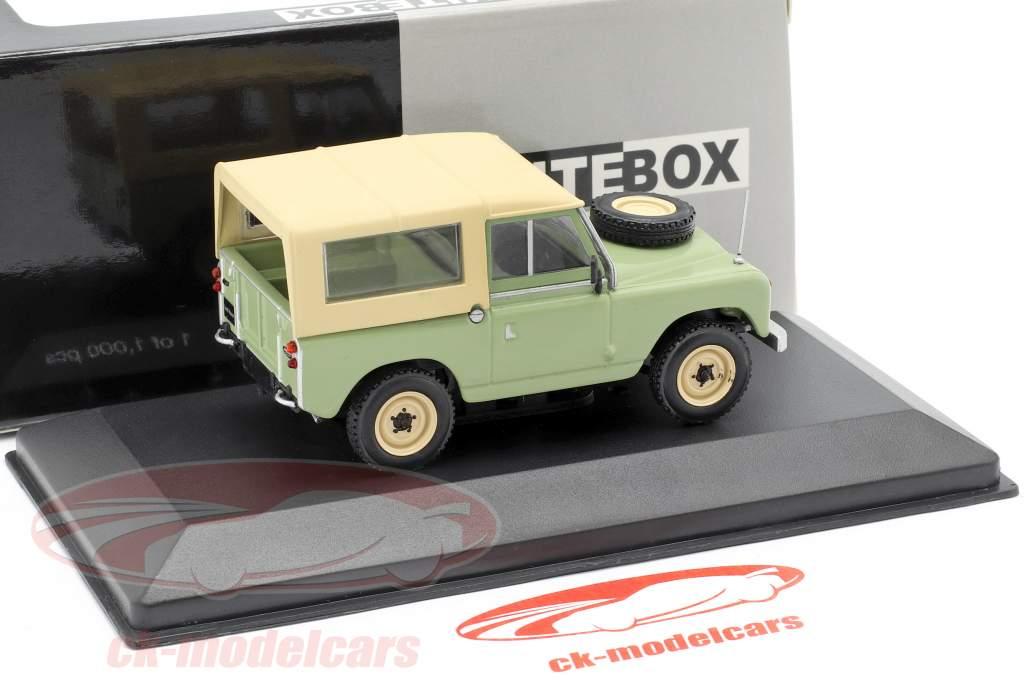 Land Rover 88 serie II año de construcción 1961 brillante verde / beige 1:43 WhiteBox