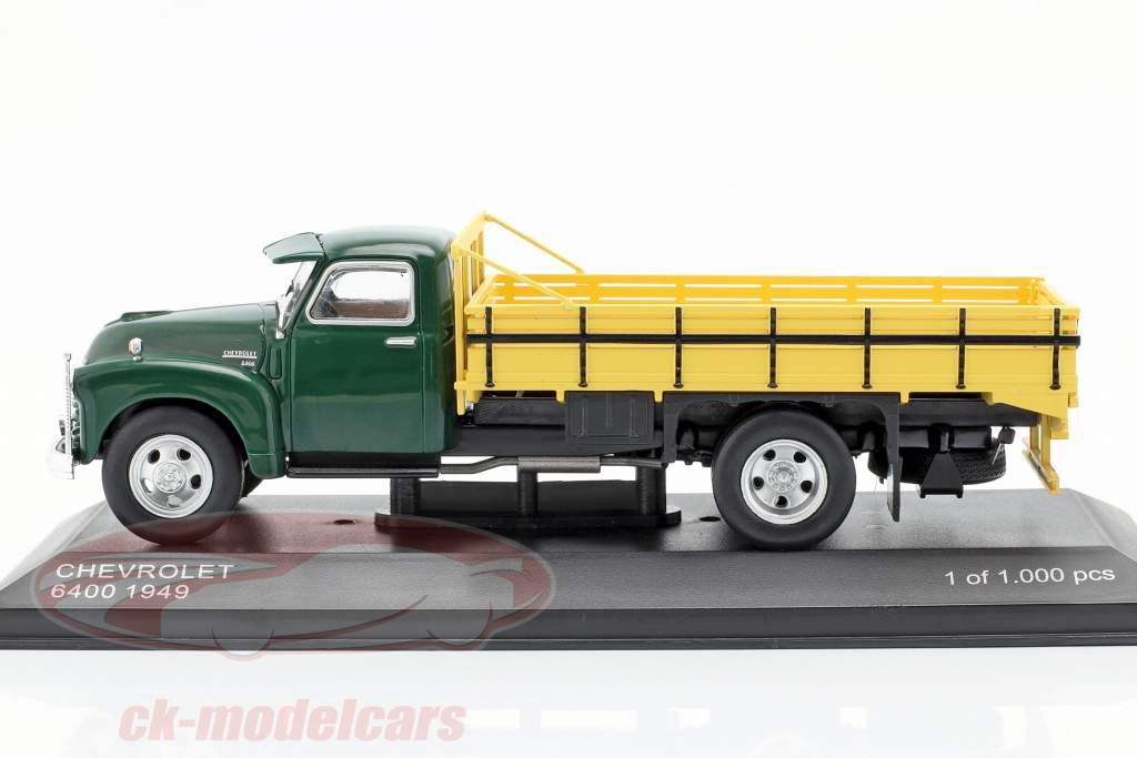 Chevrolet 6400 platform truck Bouwjaar 1949 groen / geel 1:43 WhiteBox