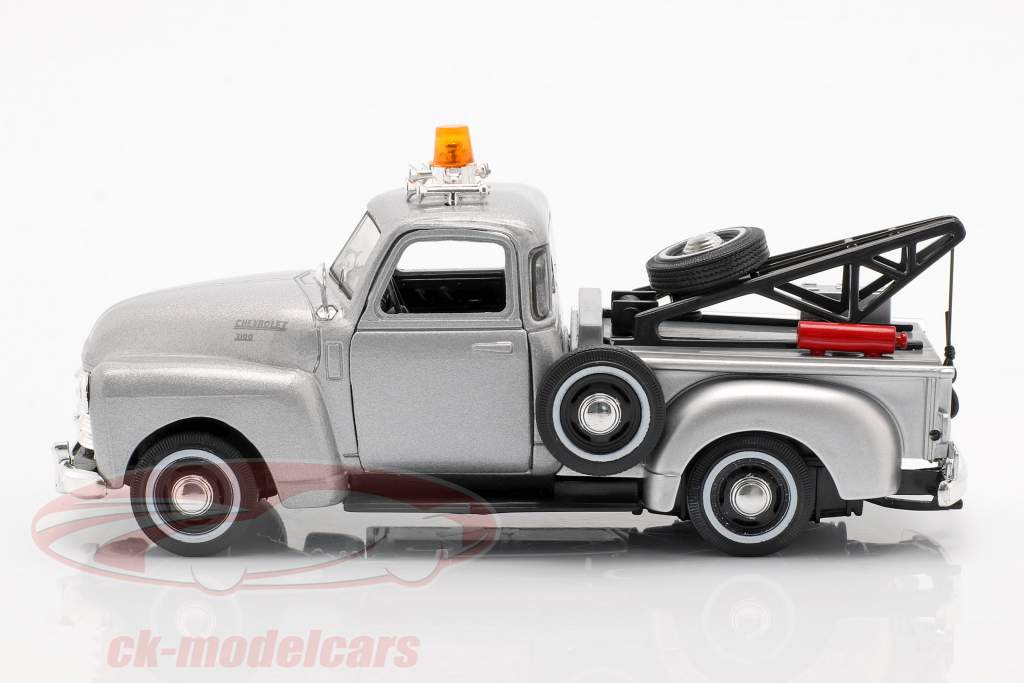 Chevrolet C3100 Tow Truck zilver metallic 1:43 Cararama