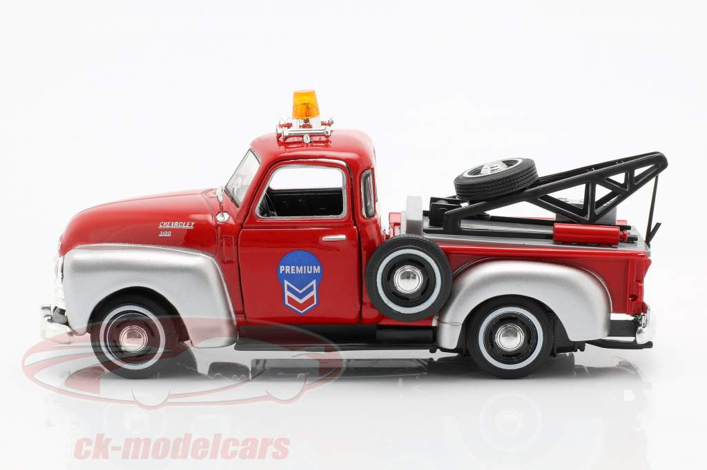 Chevrolet C3100 Tow Truck red / silver 1:43 Cararama