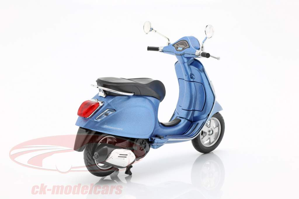 Vespa Primavera light blue metallic 1:12 NewRay