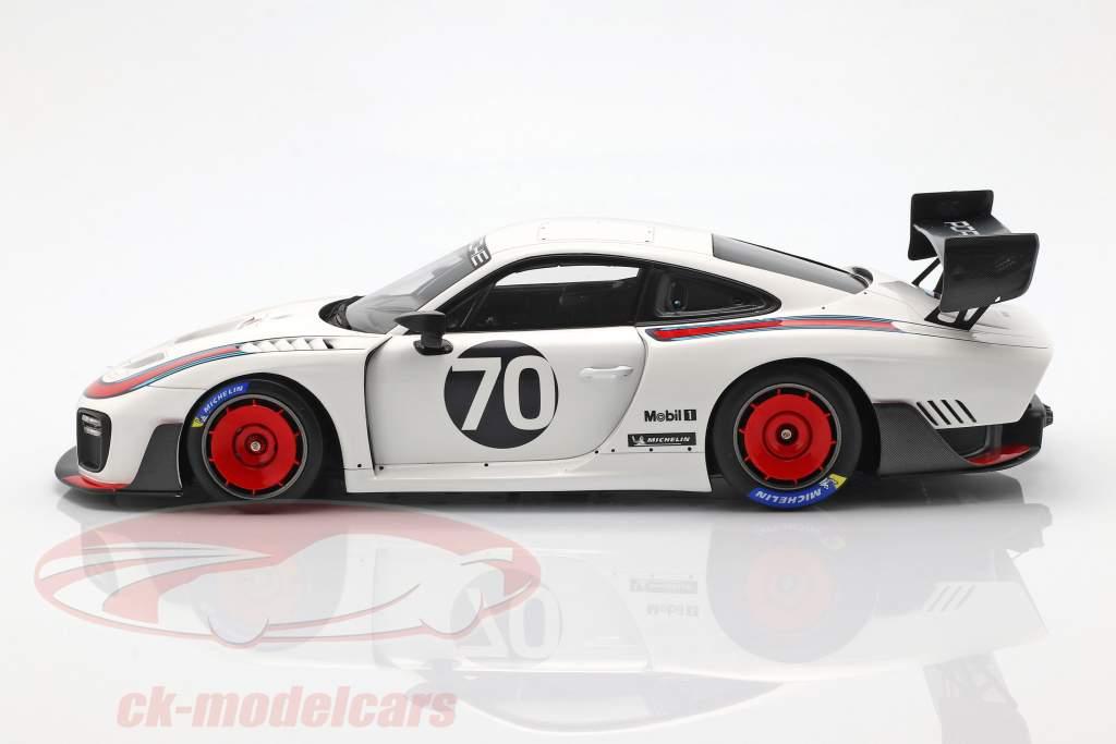 Porsche 935 #70 2018 gebaseerde op 911 (991 II) GT2 RS  met vitrine 1:18 Spark