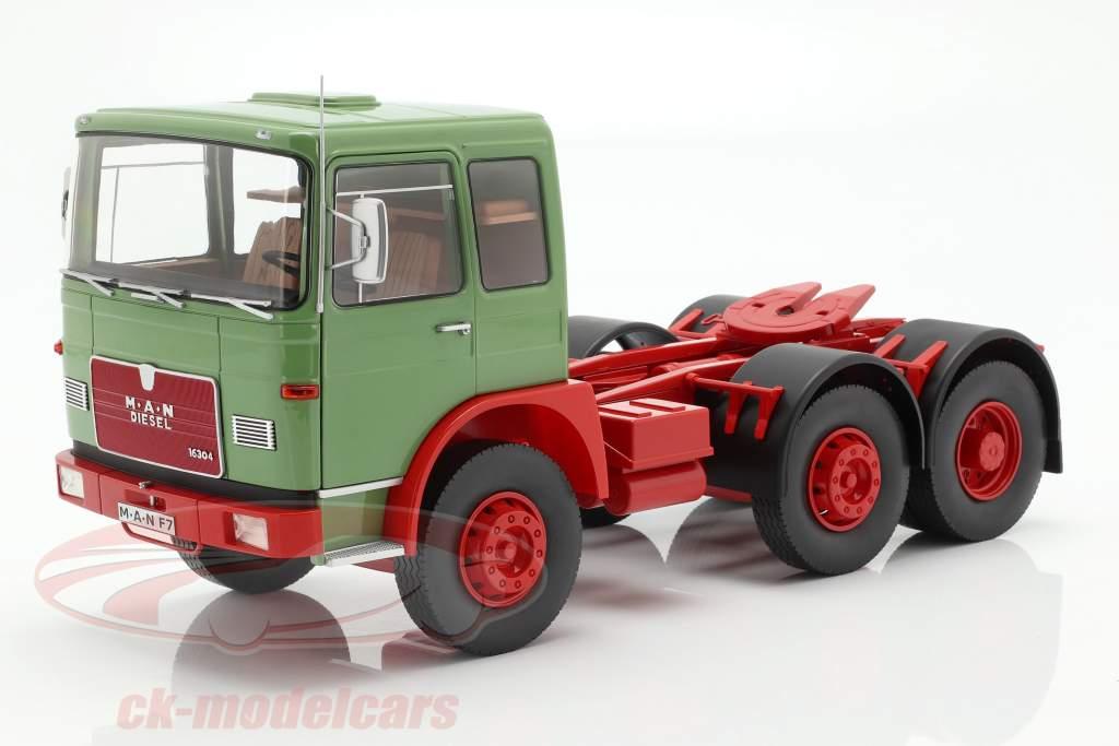 M.A.N. 16304 (F7) Traktor Opførselsår 1972 grøn / rød 1:18 Road Kings