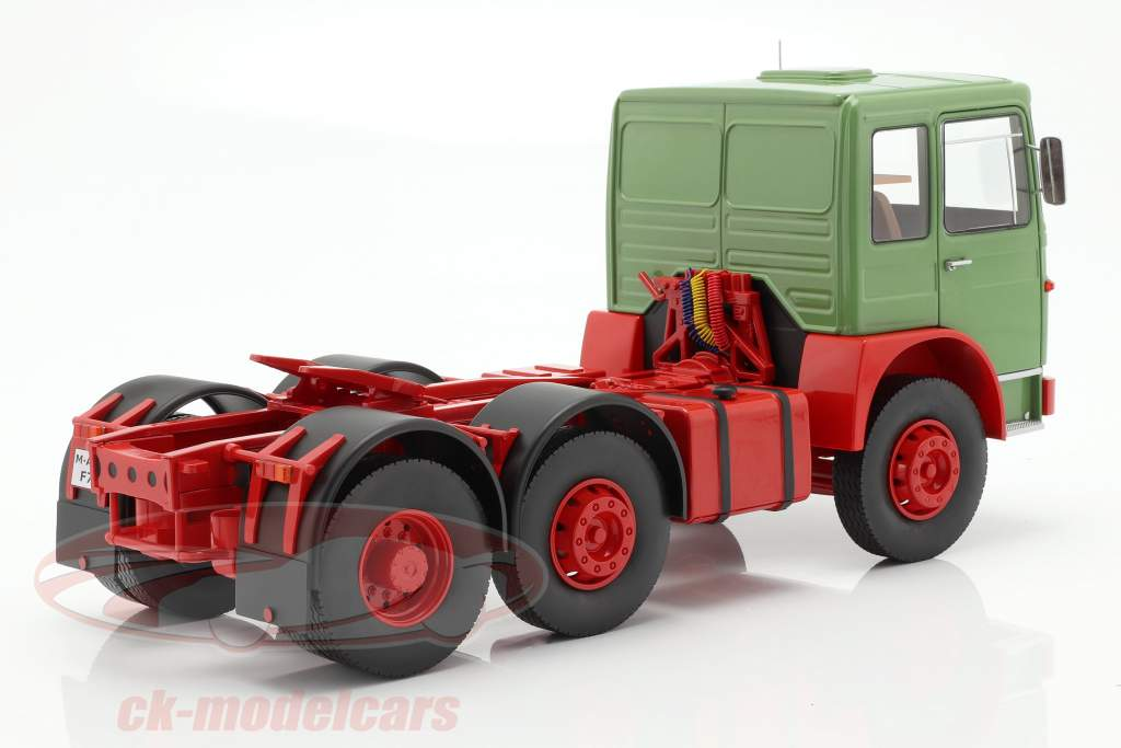 M.A.N. 16304 (F7) trattore anno di costruzione 1972 verde / rosso 1:18 Road Kings