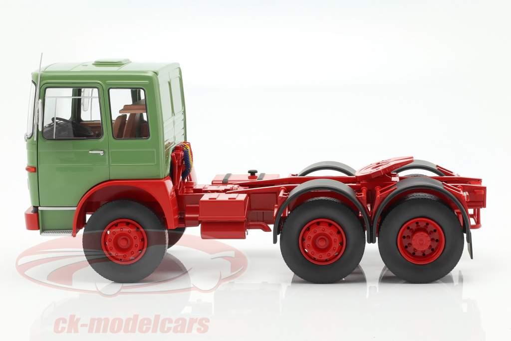M.A.N. 16304 (F7) trator ano de construção 1972 verde / vermelho 1:18 Road Kings