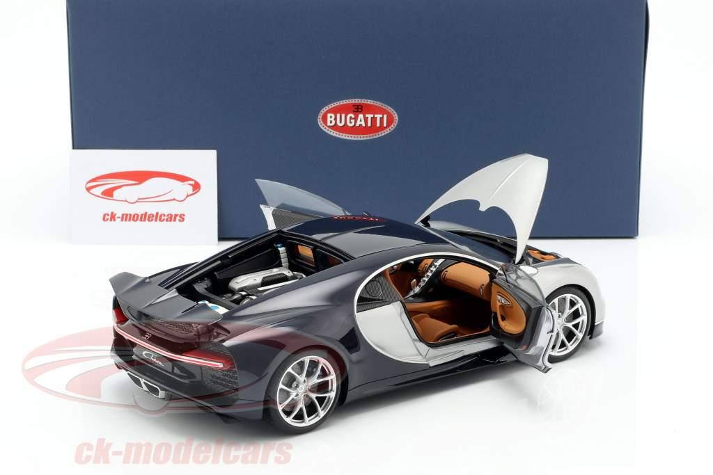 Bugatti Chiron Opførselsår 2017 sølv / atlantic blå 1:18 AUTOart