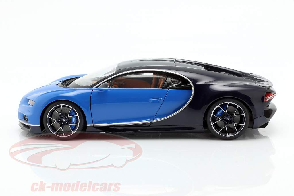 Bugatti Chiron Baujahr 2017 french racing blau / atlantic blau 1:18 AUTOart
