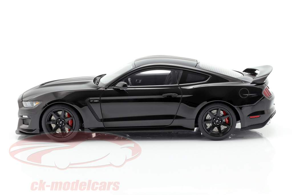 Ford Mustang Shelby GT350R year 2017 black / mat black 1:18 AUTOart