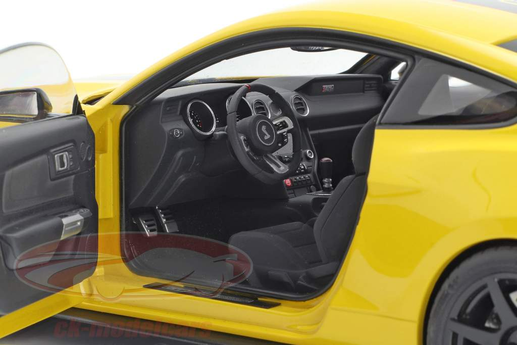 Ford Mustang Shelby GT350R year 2017 yellow / black 1:18 AUTOart