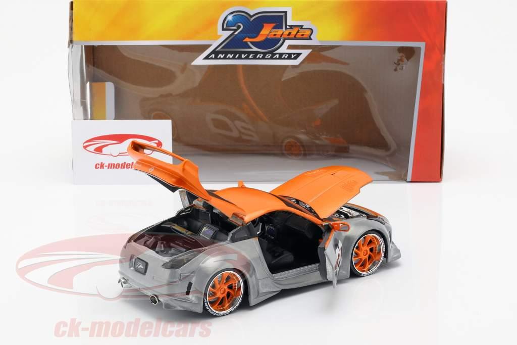 Nissan 350Z #20 Baujahr 2003 silber / orange 1:24 Jada Toys