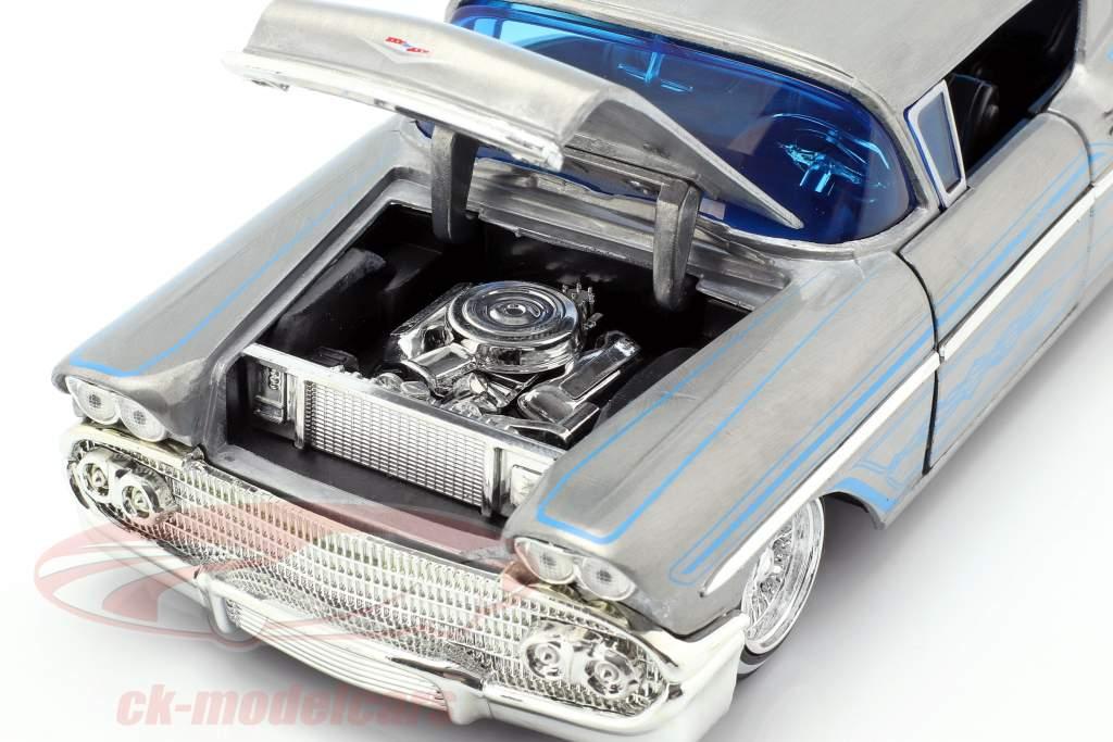 Chevy Impala Hard Top año de construcción 1958 gris plata / azul 1:24 Jada Toys