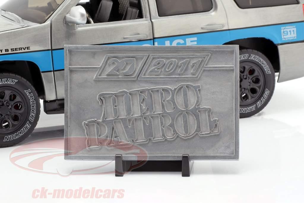 Chevy Tahoe J.T. Police Bouwjaar 2010 zilvergrijs / blauw 1:24 Jada Toys