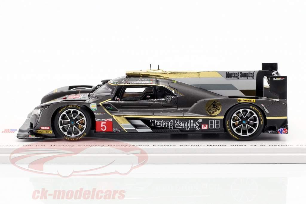 Cadillac DPi-V.R. #5 vincitore 24h Daytona 2018 Mustang Sampling Racing 1:43 Spark