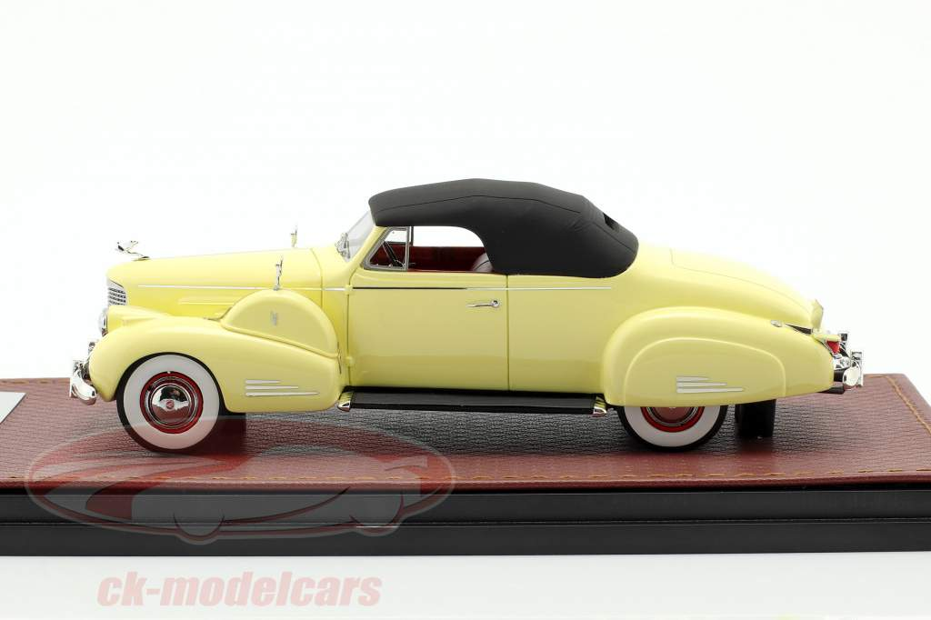 Cadillac V16 Convertible Coupe Closed Top Baujahr 1938 creme gelb 1:43 GLM