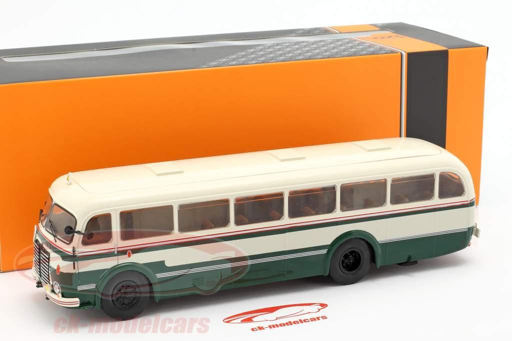 Skoda 706 RO autobús año de construcción 1947 verde / blanco 1:43 Ixo