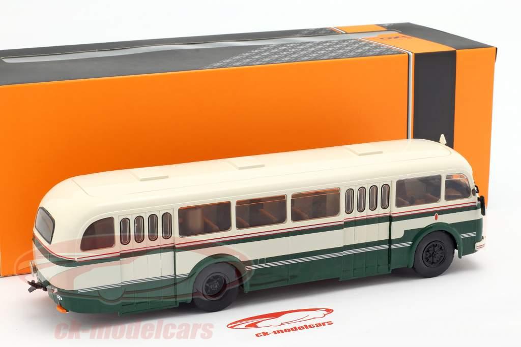Skoda 706 RO bus Bouwjaar 1947 groen / wit 1:43 Ixo