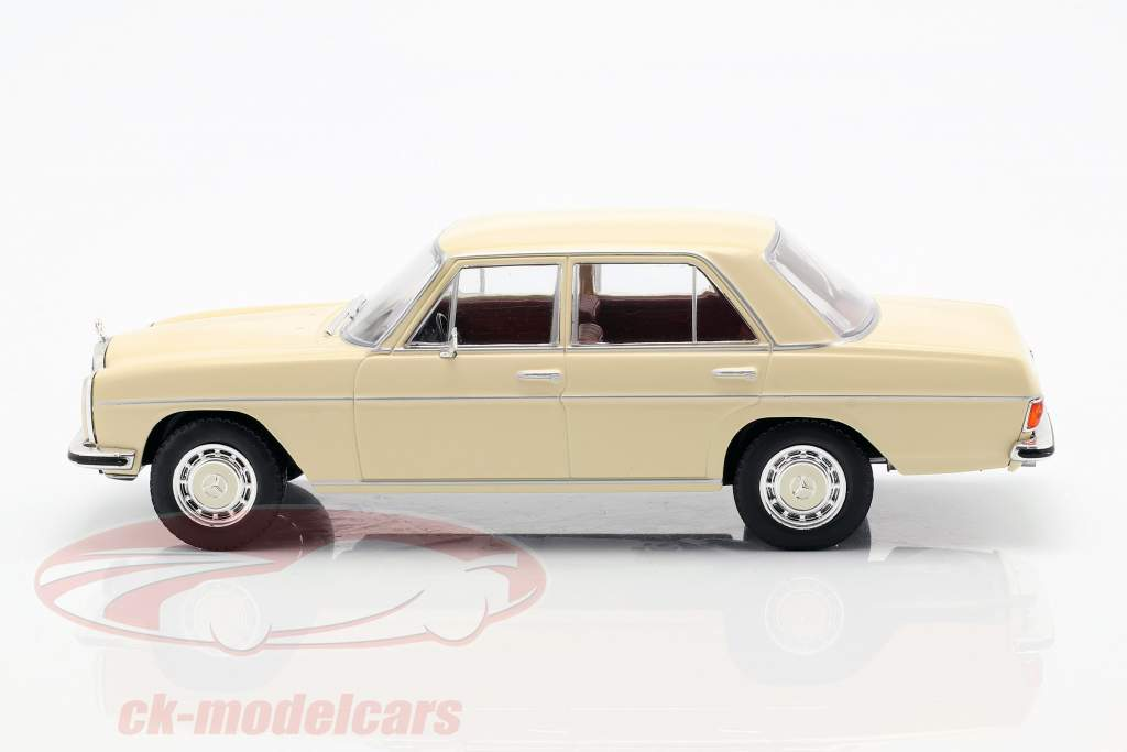 Mercedes-Benz 200D (W115) año de construcción 1968 beige 1:24 WhiteBox