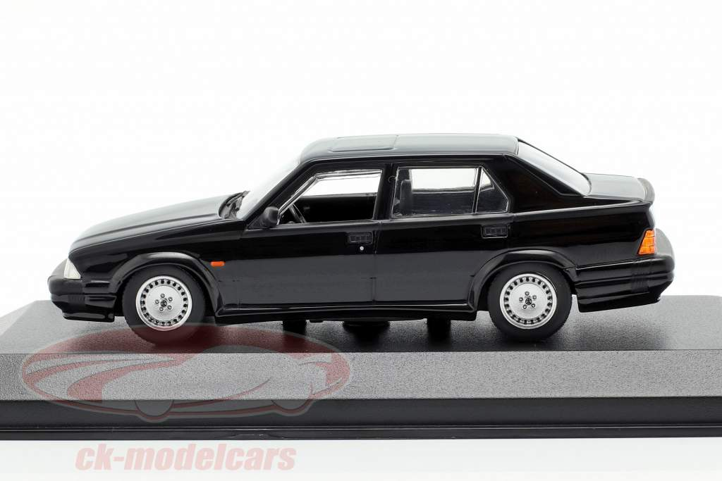 Alfa Romeo 75 V6 3.0 America Bouwjaar 1987 zwart 1:43 Minichamps