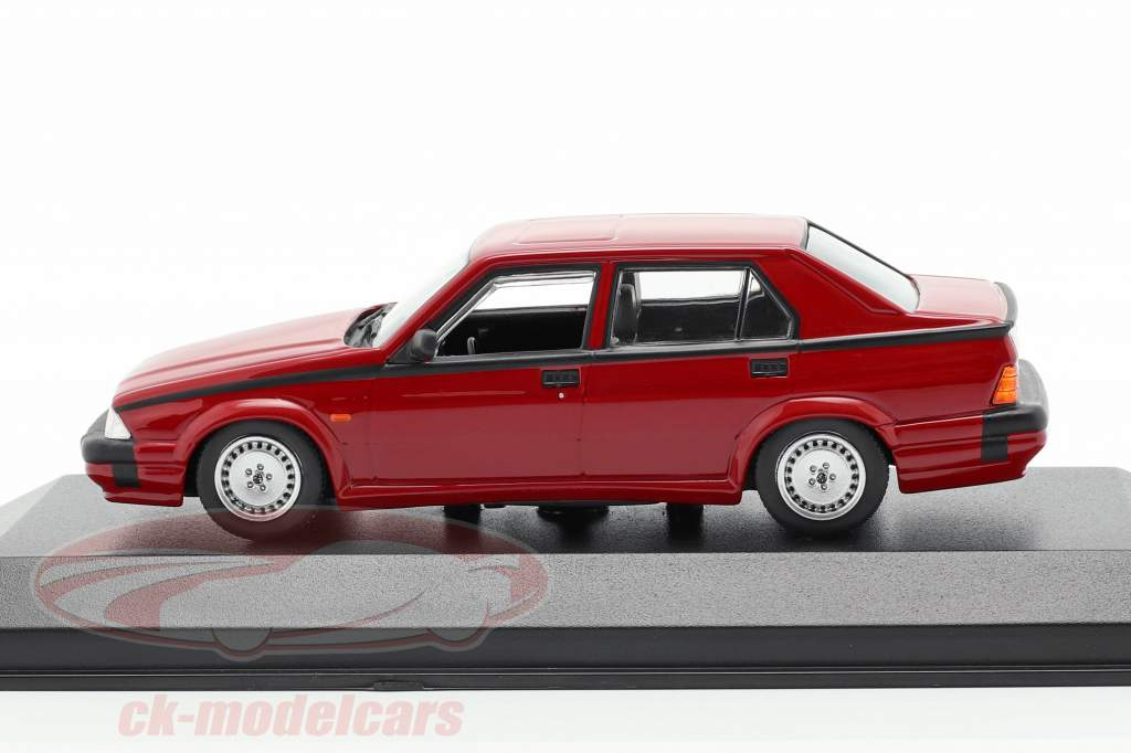 Alfa Romeo 75 V6 3.0 America Baujahr 1987 rot 1:43 Minichamps