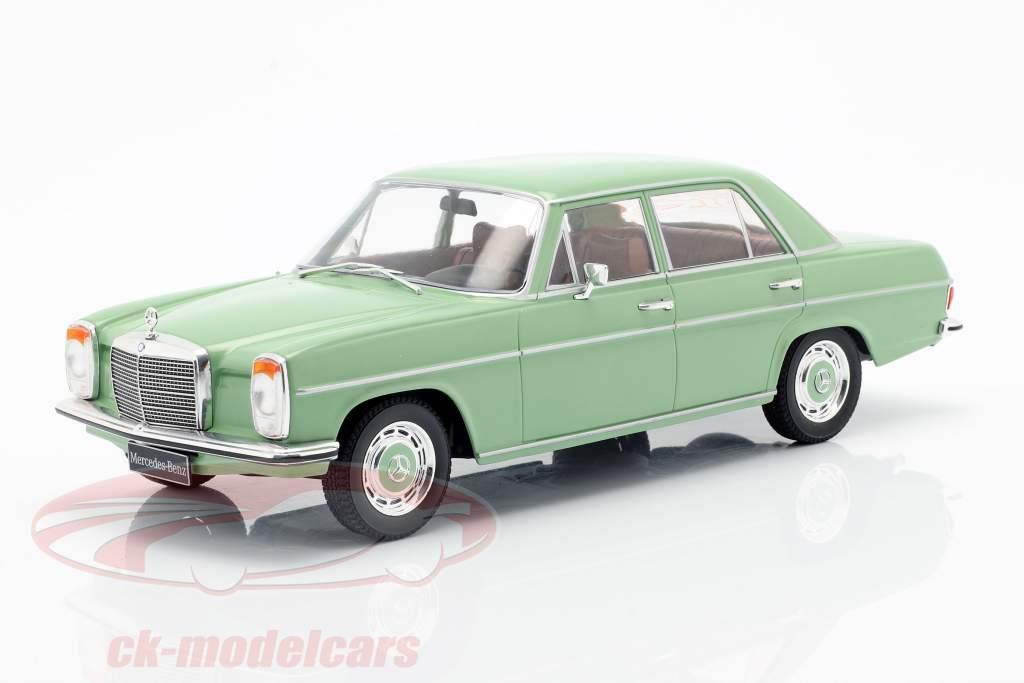 Mercedes-Benz 220D/8 (W115) Bouwjaar 1972 helder groen 1:18 Model Car Group
