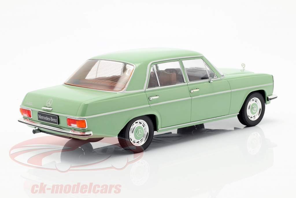 Mercedes-Benz 220D/8 (W115) anno di costruzione 1972 luminoso verde 1:18 Model Car Group