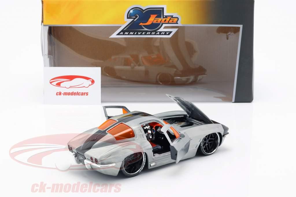 Chevy Corvette Stingray ano de construção 1963 prata / preto 1:24 Jada Toys
