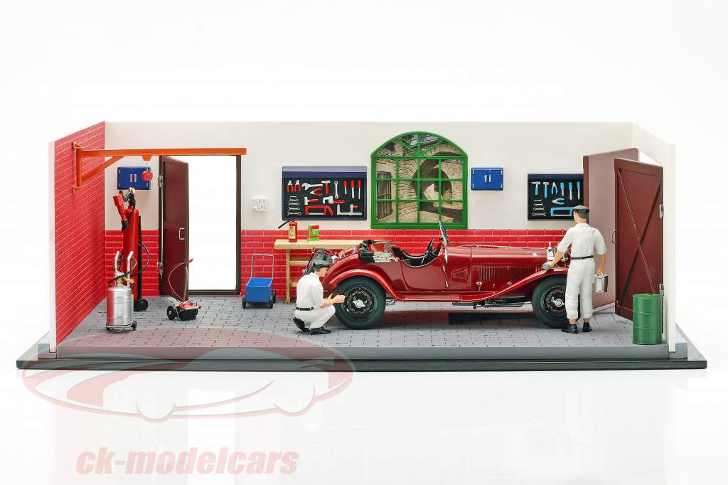 CMC Classic Garage inclusief Alfa Romeo 6C 1750 GS Bouwjaar 1930 1:18 CMC