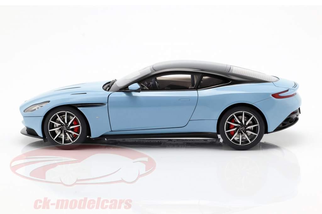 Aston Martin DB11 coupe ano de construção 2017 azul claro metálico 1:18 AUTOart