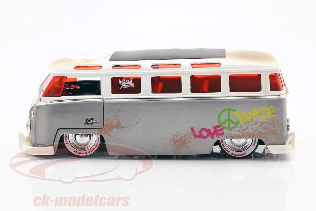Volkswagen VW Bus year 1962 silver / white 1:24 Jada Toys