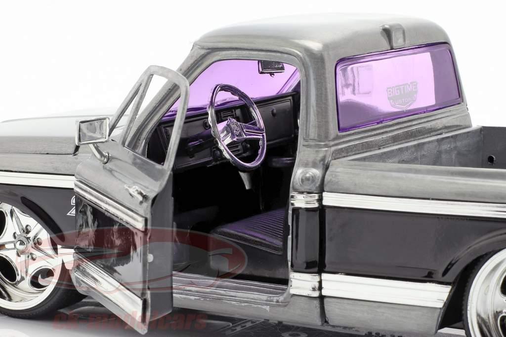Chevy Cheyenne Pick-Up Baujahr 1972 silber / schwarz 1:24 Jada Toys
