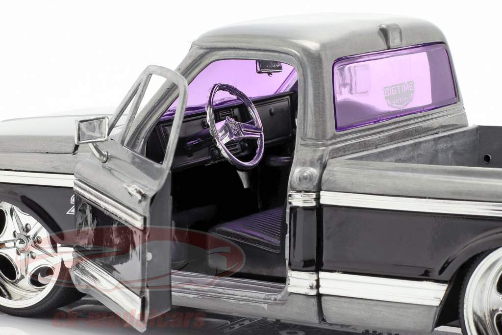 Chevy Cheyenne Pick-Up Opførselsår 1972 sølv / sort 1:24 Jada Toys