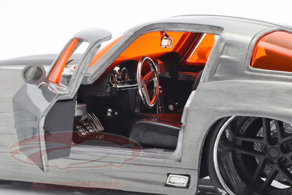 Chevy Corvette Stingray anno di costruzione 1963 argento / nero 1:24 Jada Toys