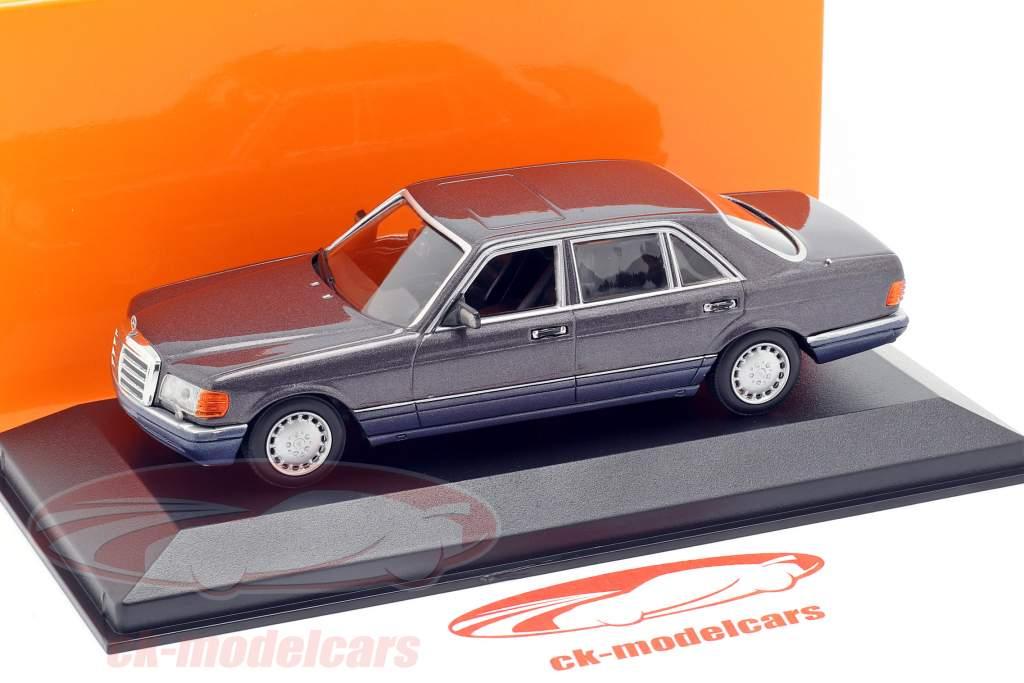 Mercedes-Benz 560 SEL (W126) ano de construção 1990 violeta metálico 1:43 Minichamps