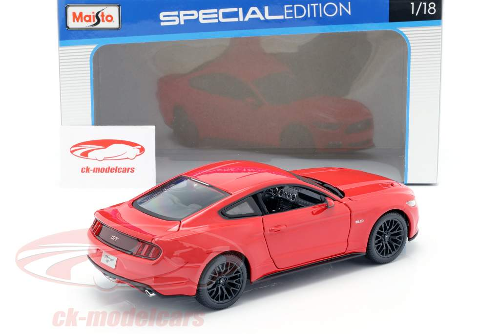 Ford Mustang Year 2015 red 1:18 Maisto