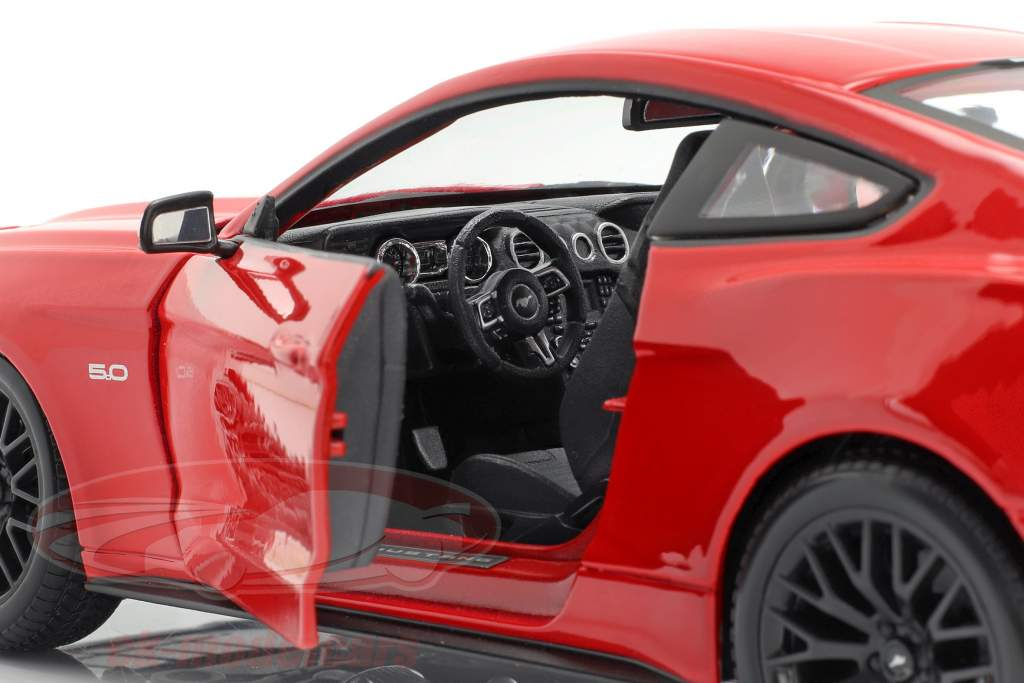 Ford Mustang Bouwjaar 2015 rood 1:18 Maisto