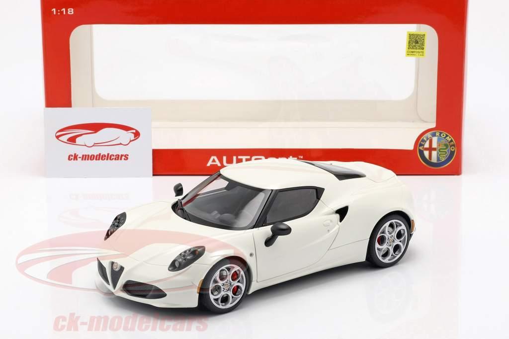 Alfa Romeo 4C år 2013 creme hvid 1:18 AUTOart