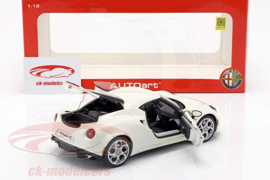 Alfa Romeo 4C año 2013 crema blanco 1:18 AUTOart