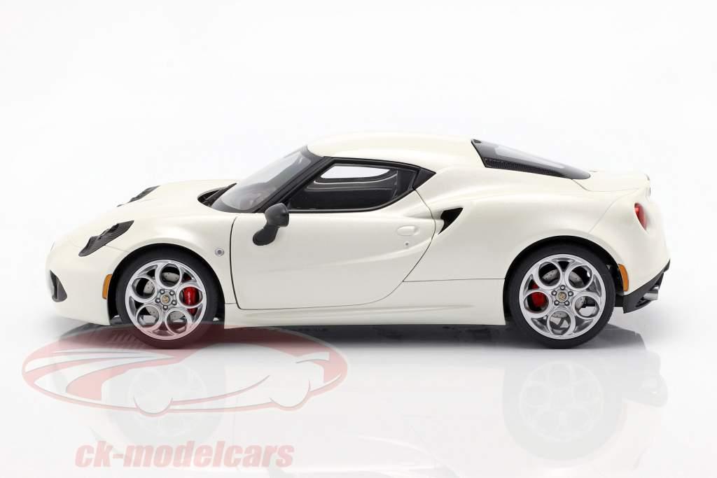 Alfa Romeo 4C ano 2013 creme branco 1:18 AUTOart