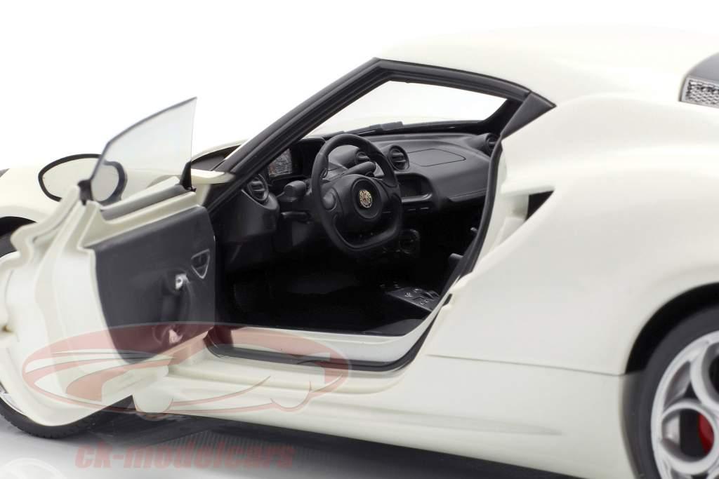 Alfa Romeo 4C Baujahr 2013 creme weiß 1:18 AUTOart