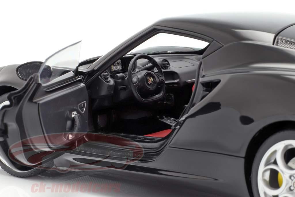 Alfa Romeo 4C ano 2013 preto 1:18 AUTOart