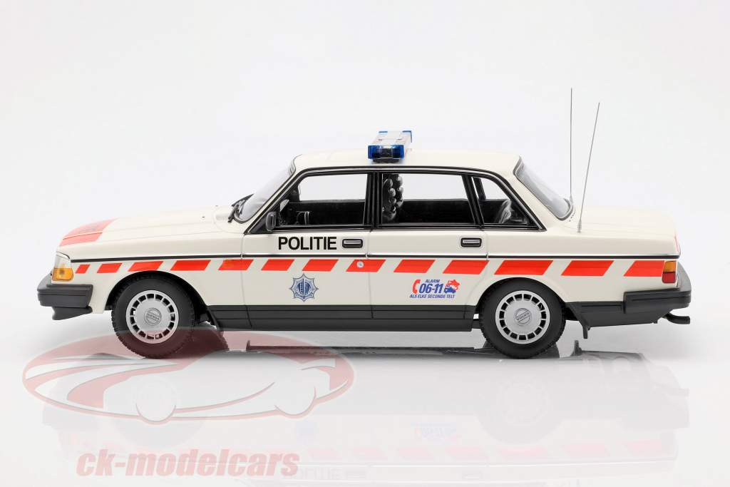Volvo 240 GL politie Nederland Bouwjaar 1986 wit 1:18 Minichamps