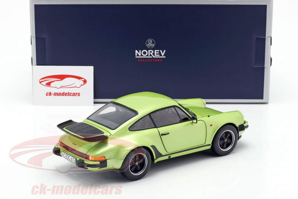 Porsche 911 Turbo 3.3 anno di costruzione 1978 verde argento metallico 1:18 Norev