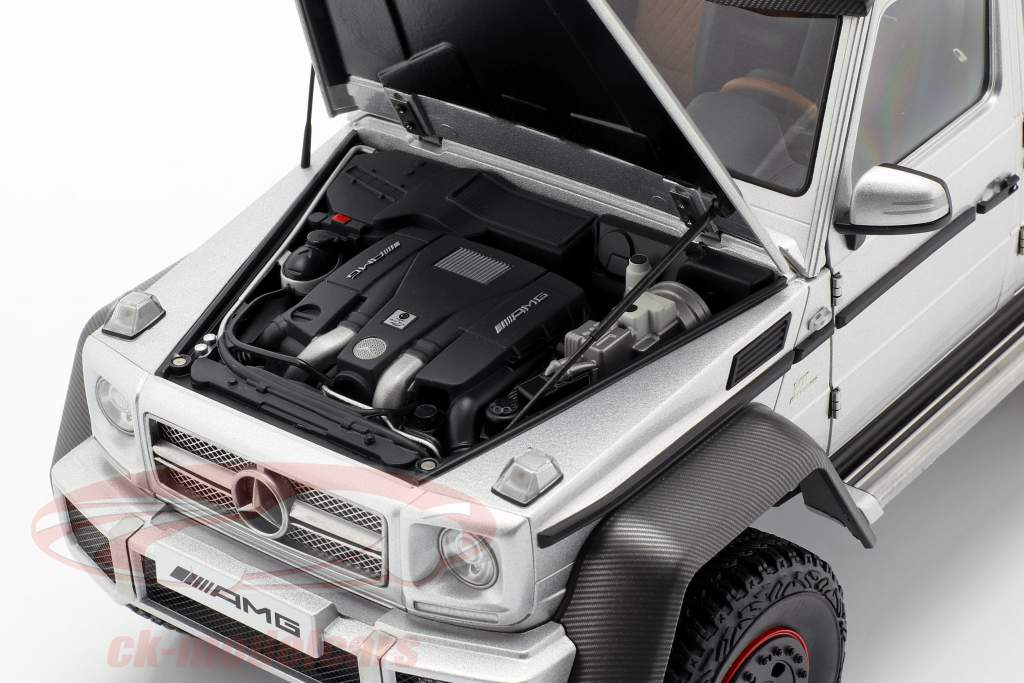 Mercedes-Benz G63 AMG 6x6 ano 2013 prata 1:18 AUTOart