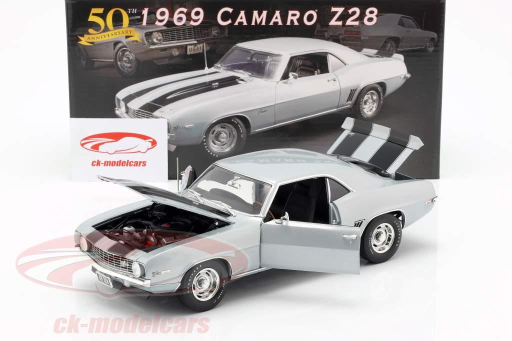 Chevrolet Camaro Z28 Opførselsår 1969 sølv / sort 1:18 GMP
