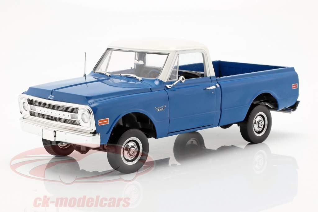 Chevrolet C-10 con Kit di sollevamento anno di costruzione 1970 blu / bianco 1:18 Greenlight