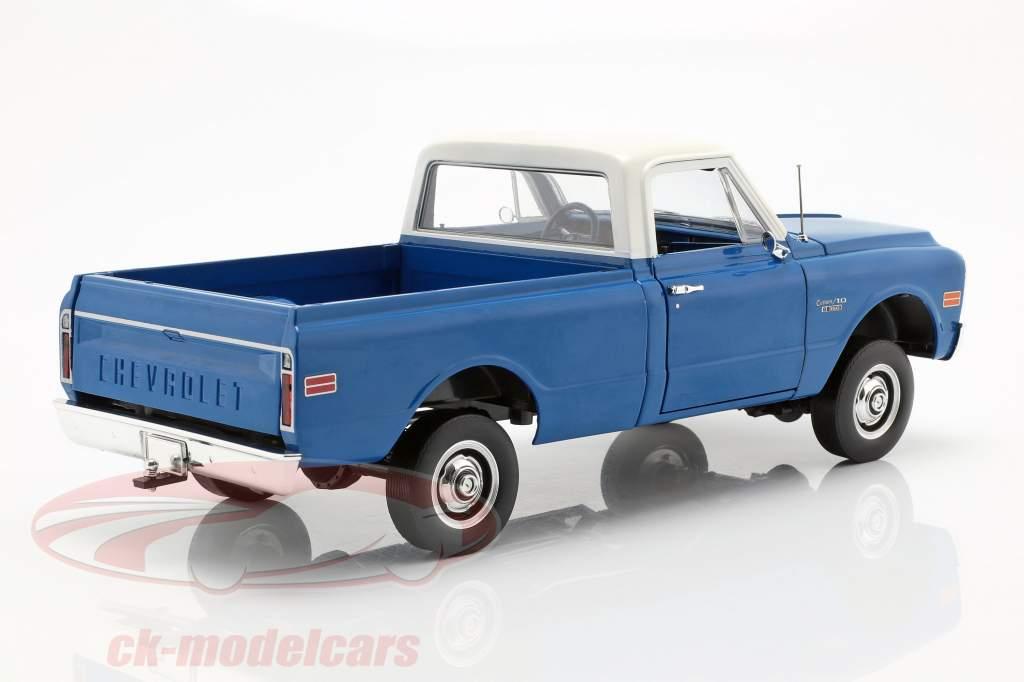 Chevrolet C-10 met lift Kit Bouwjaar 1970 blauw / wit 1:18 Greenlight